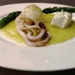 Calamari su crema di asparagi e ricotta